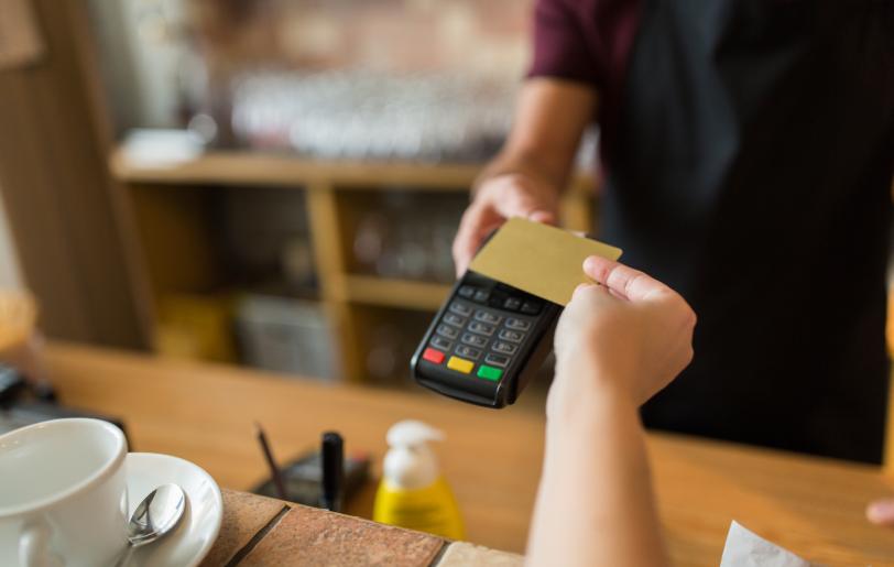 Função contactless: entenda como comprar por aproximação